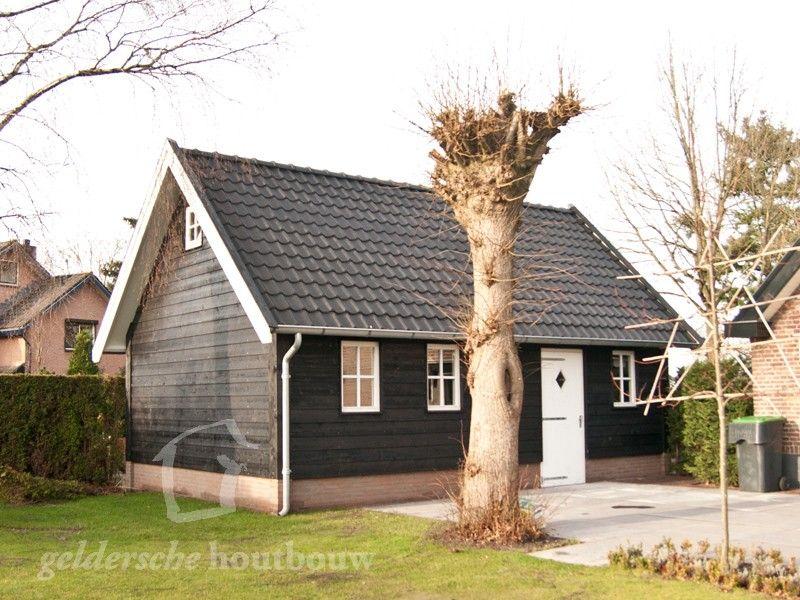 Zwarte schuur met houten zolder • Houten schuren kopen? en
