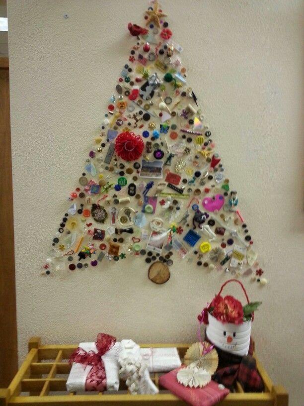 Library I Spy Christmas tree