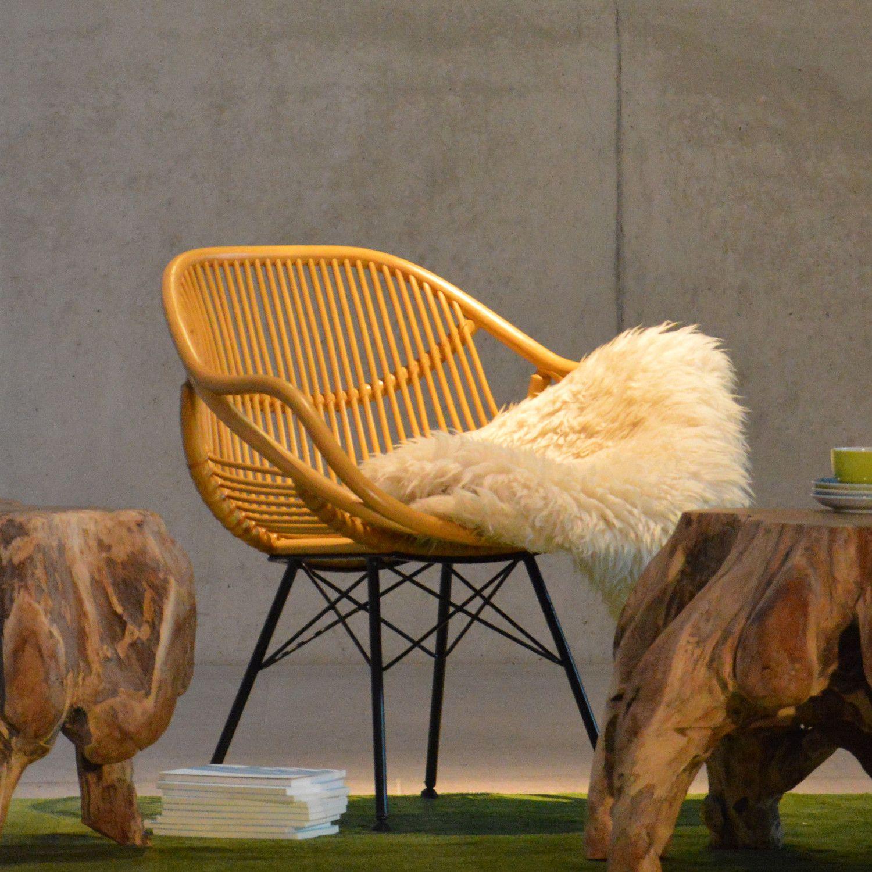 YARA LOUNGESESSEL Yara von Jan Kurtz ist der wiederbelebte Schalensessel der Sechziger Jahre des vorigen Jahrhunderts -  und viel schöner. Die Rattanrohre sind luftig leicht angeordnet und lassen Yara graziös auf dem pulverbeschichtetem Stahlgestell mit stabilisierenden Diagonaltraversen sitzen.