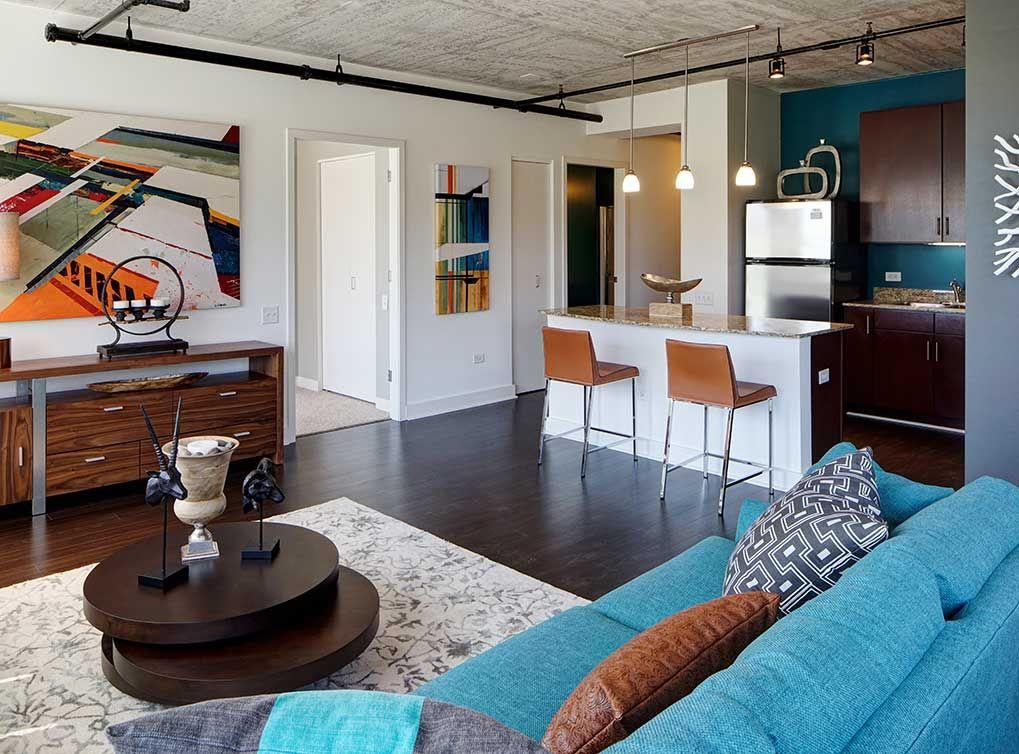 The Soft Loft Interior Finish Features Spacious Gourmet Kitchens And Granite Countertops At Amli 900 South Loop Apart Loft Decor Loft Interiors House Interior