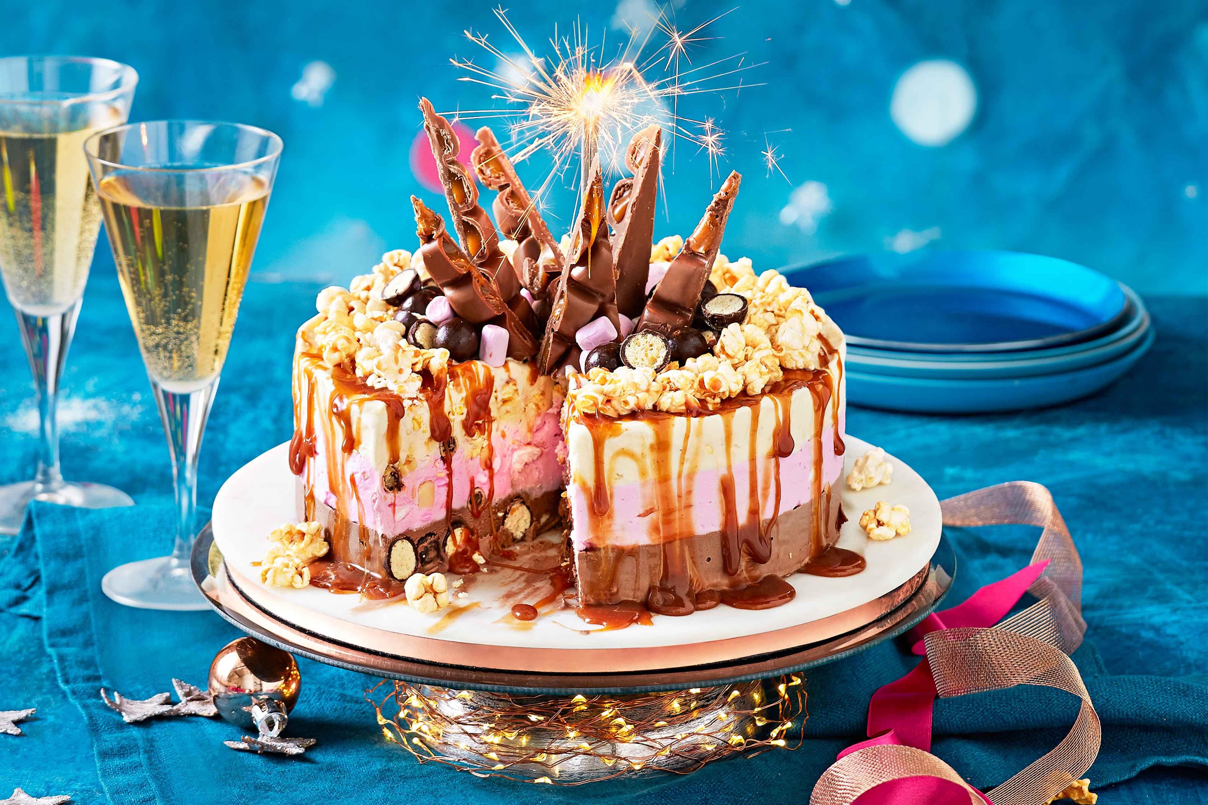 Easy stepbystep chococaramel popcorn icecream cake