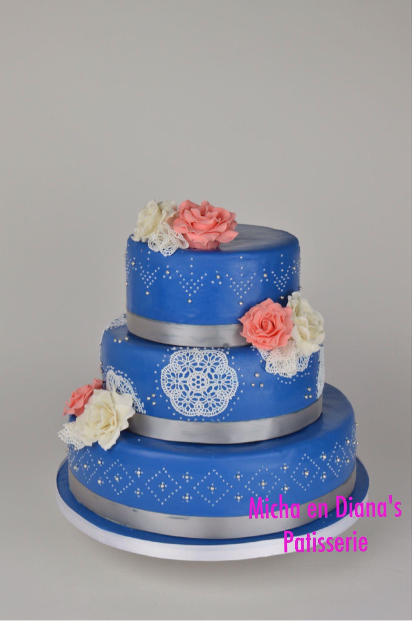 Blauwe Bruidstaart Met Icing Decoratie En Rozen Cake Desserts Patisserie