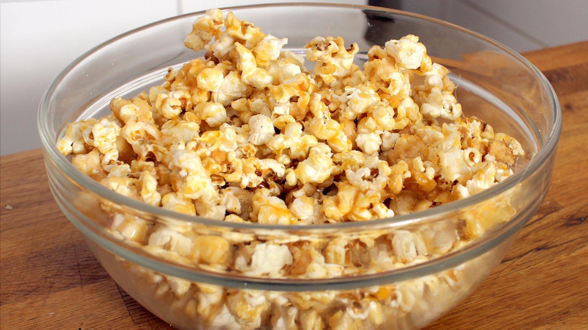 karamell popcorn rezept als back video zum selber machen ganz einfach schritt f r schritt. Black Bedroom Furniture Sets. Home Design Ideas