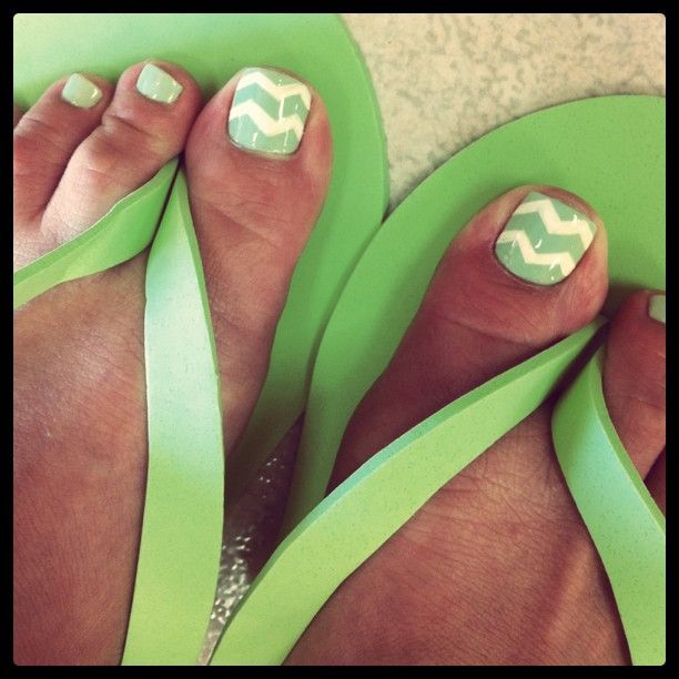 Chevron Pedi: doing this!! Summers coming going to match nails to ...