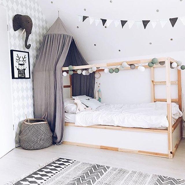 Startet gut in den Freitag! Tausend Dank an die liebe Ilona von @3elfenkinder für dieses wundervolle Foto ihrer good moods Lichterkette. Die Kombination heißt Minzbonbon und ist eine von 30 verschiedenen Kombinationen aus unserem Shop! Schaut mal rein und wählt was euch gefällt oder gestaltet aus 58 Farben eure persönlichen good moods! #personalized #modulare #lichterkette #stringlights #interior #design #pastel #colors #kidsroom #kinder #kidsofinstagram #bedroom #kinderzimmer #sleeptight #goodm #kleinkindzimmer