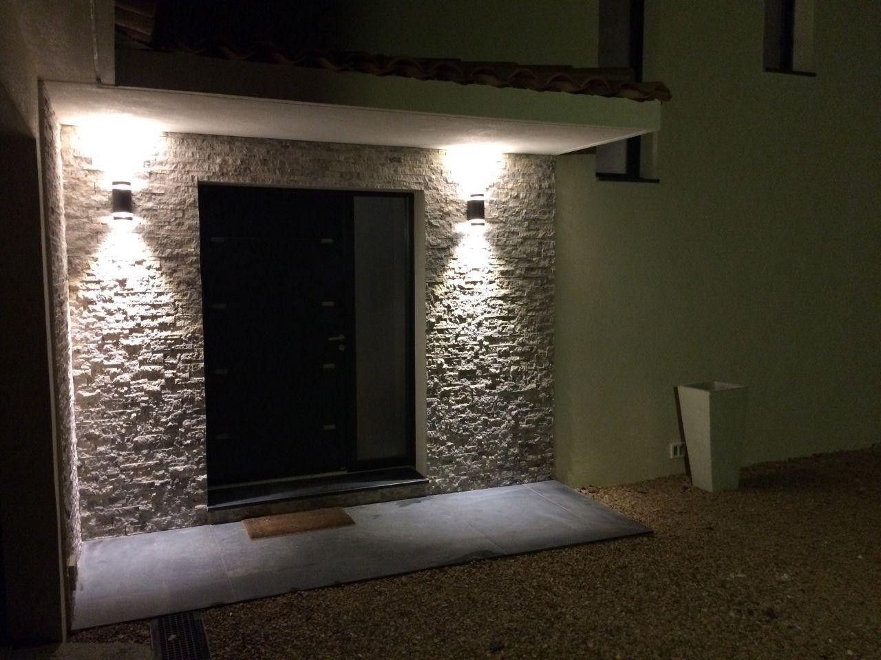 Enfin Trouve Et Pose Les 2 Appliques Murales Pour Eclairer Le Porche D 39 Entree Porche Maison Porche Entree Maison Entree Maison
