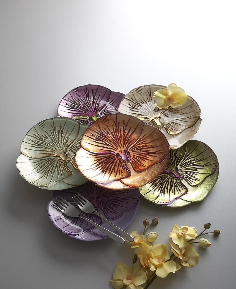 Add depth to traditional tableware with these colorful pansy-shaped Side plates. Wonderful for entertaining or just to add beauty to the everyday, this set of four plates transforms plain appetizers into food art. http://www.american-checkout.com/gift-birthday-surprise-gifts-ideas-from-usa/belleandjune/