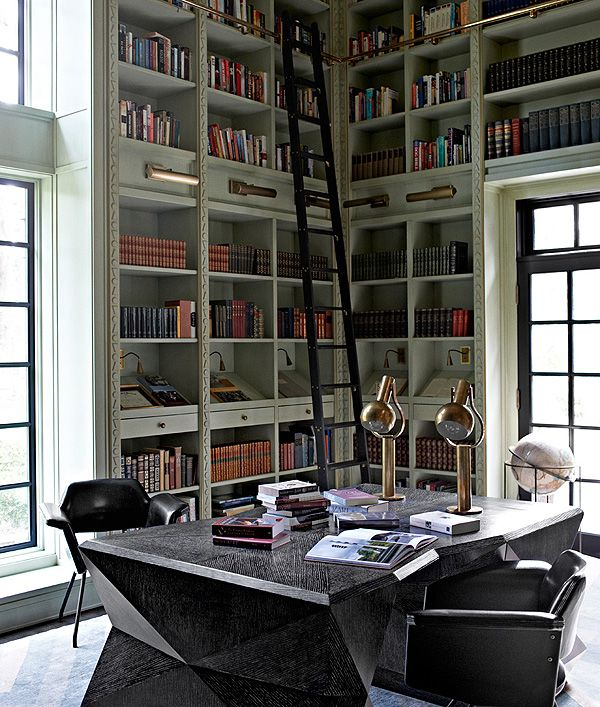 Desks / 혼자 살고 싶은 이유 첫번째. 내가 원하는 책상과 의자를 맘껏 들여놓을 수 있으니까.