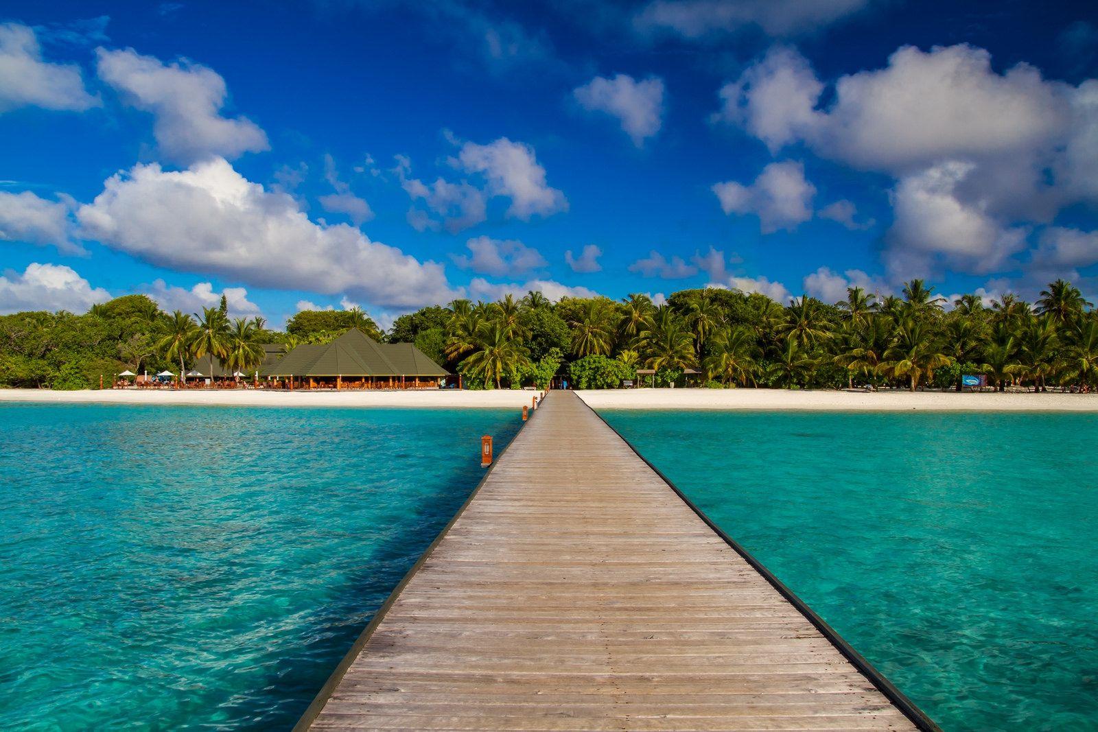 Pier of the Paradise Island Resort & Spa, North Male Atoll, Maldives ✯ ωнιмѕу ѕαη∂у
