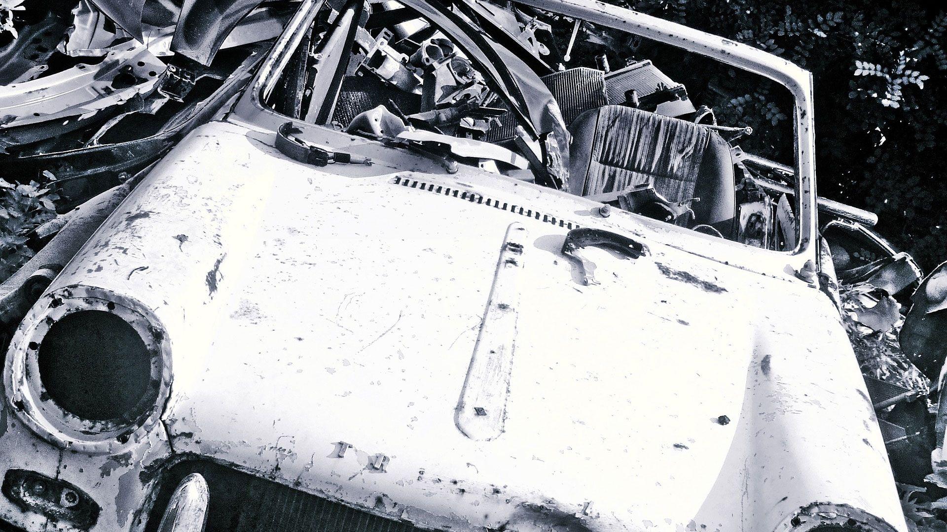 Car wreckers dee why auto repair car damaged cars