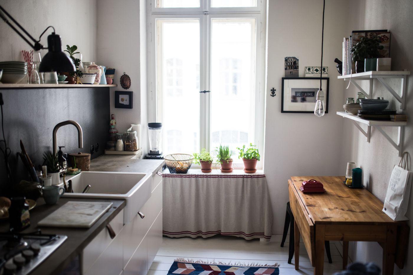 zu besuch bei karina in berlin kreuzberg rooms pinterest altbauten k che und einrichtung. Black Bedroom Furniture Sets. Home Design Ideas
