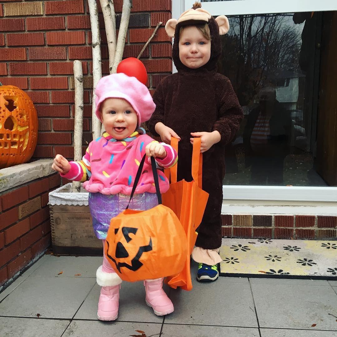 Our monkey and cupcake. #Appropriate costumes  . . . . . .  #cutehalloweencostumes #momlife #halloweenbabies #happyhalloween #girl #boy  #cute #babies