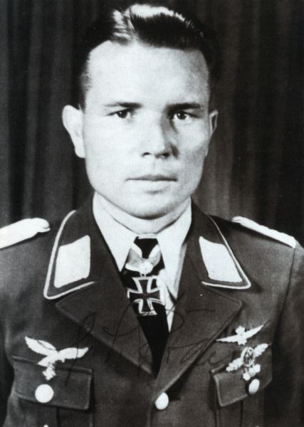 ✠ Gustav Rödel (24 October 1915 – 6 February 1995) RK 24.06.1941 Oberleutnant Staffelkapitän 4./JG 27 + 20.06.1943 [255. EL] Major Kommodore JG 27