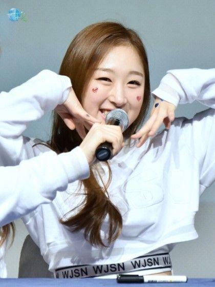 WJSN ♡ Park SooBin 'Catch Me' era fansign 160309 #우주소녀 #수빈 #캐치미 #팬사인회