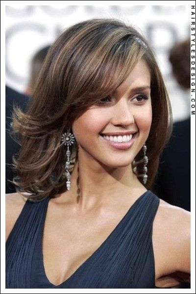 Medium Hairstyle Hair Flipped Out Wards With Curling Iron Jessica Alba Hair Medium Hair Styles Short Hair Styles