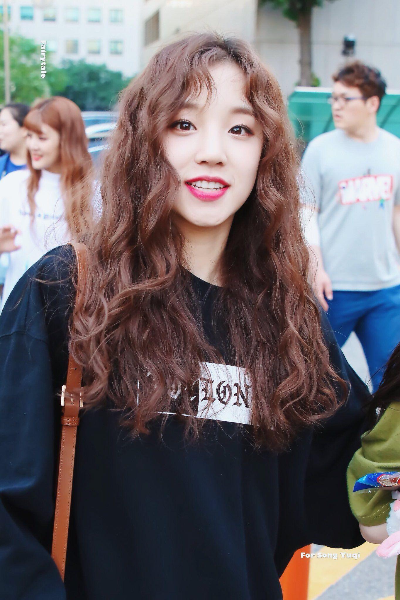 Fairytale On Twitter Kpop Hair Curly Hair Styles Long Hair Styles