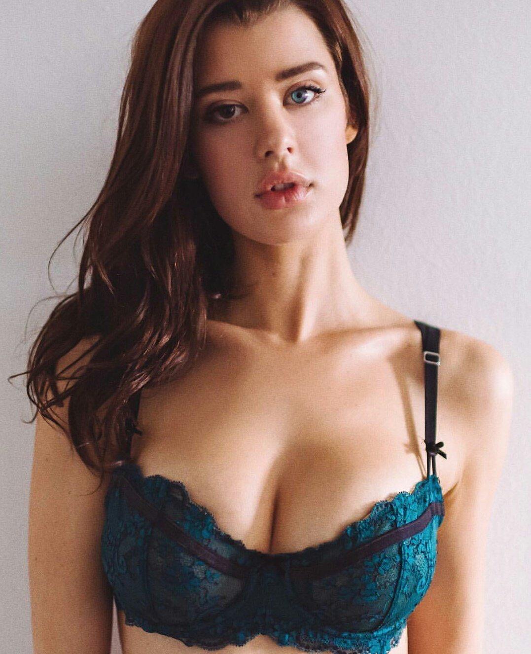 sarah mcdaniel boobs