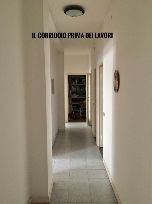 Photo of Come dare carattere a un lungo corridoio: un restyling senza il colore – Cose di Casa