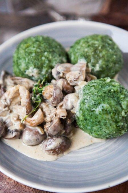 Schnelle Spinatknödel mit Pilzen in Rahmsauce - Kartoffelwoche - Kuechenchaotin