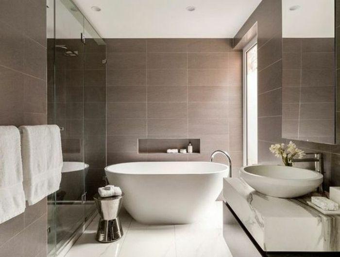 1-sol-en-grands-dalles-blancs-grande-baignoire-blanche-faience-salle