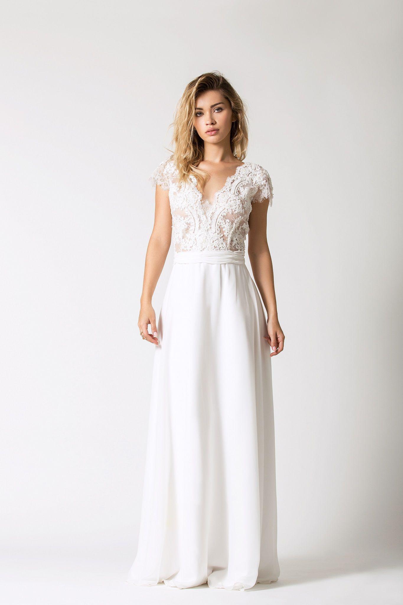 b7c635d0d6 Suknia ślubna podkreślająca talię. Zdobiona góra z krótkim rękawkiem oraz  muślinowa spódnica. Piękna i