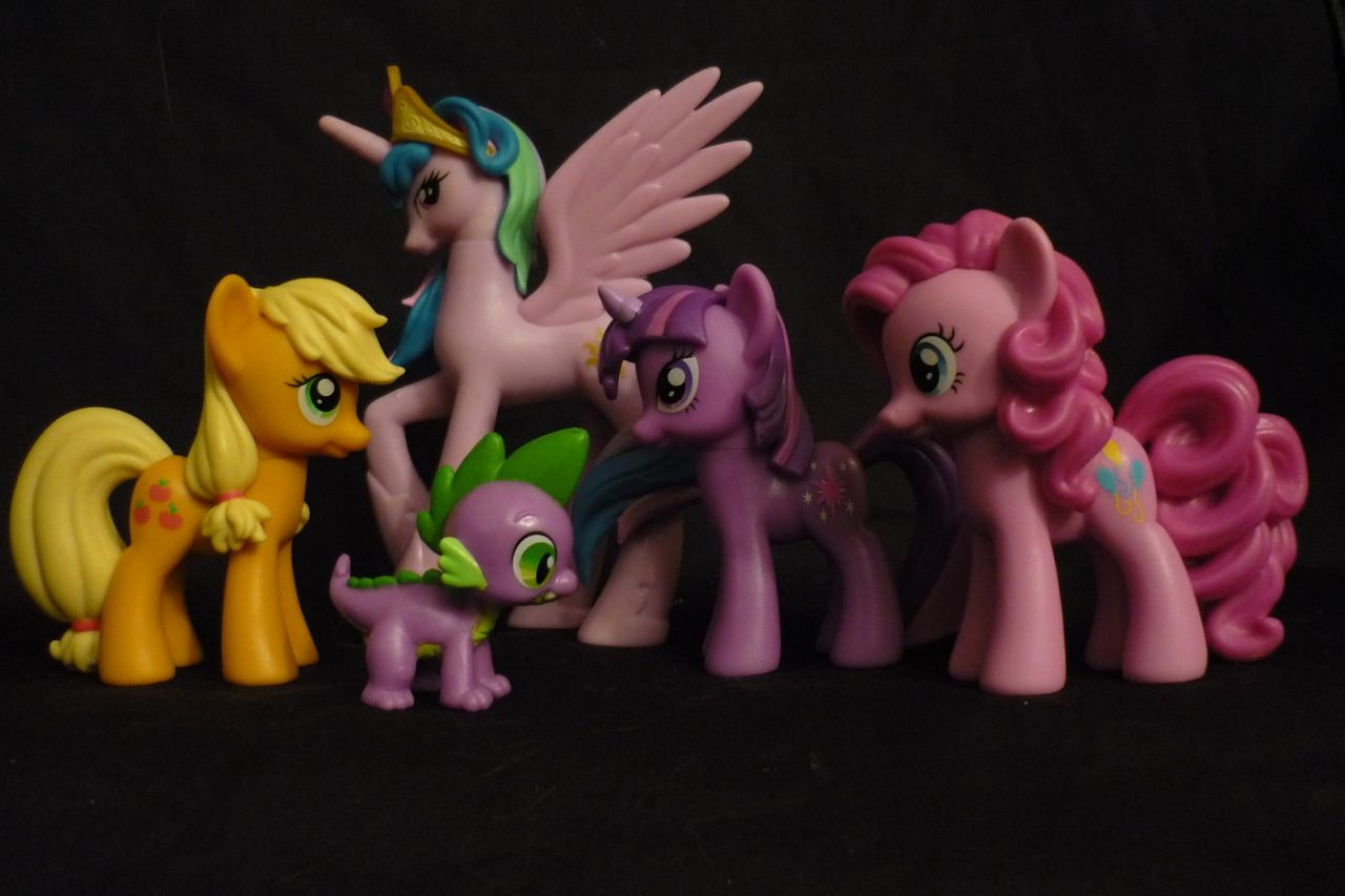 Risultato della ricerca immagini di Google per http://powet.tv/powetblog/wp-content/uploads/2011/02/my_little_pony_friendship_is_magic_toys_5_pony_gift_set.jpg
