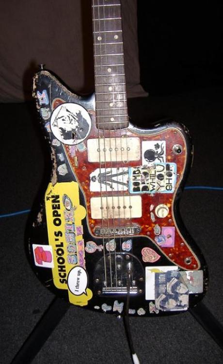 sonic youth guitarist thurston moore s 1960 fender jazzmaster stolen in philadelphia guitar. Black Bedroom Furniture Sets. Home Design Ideas