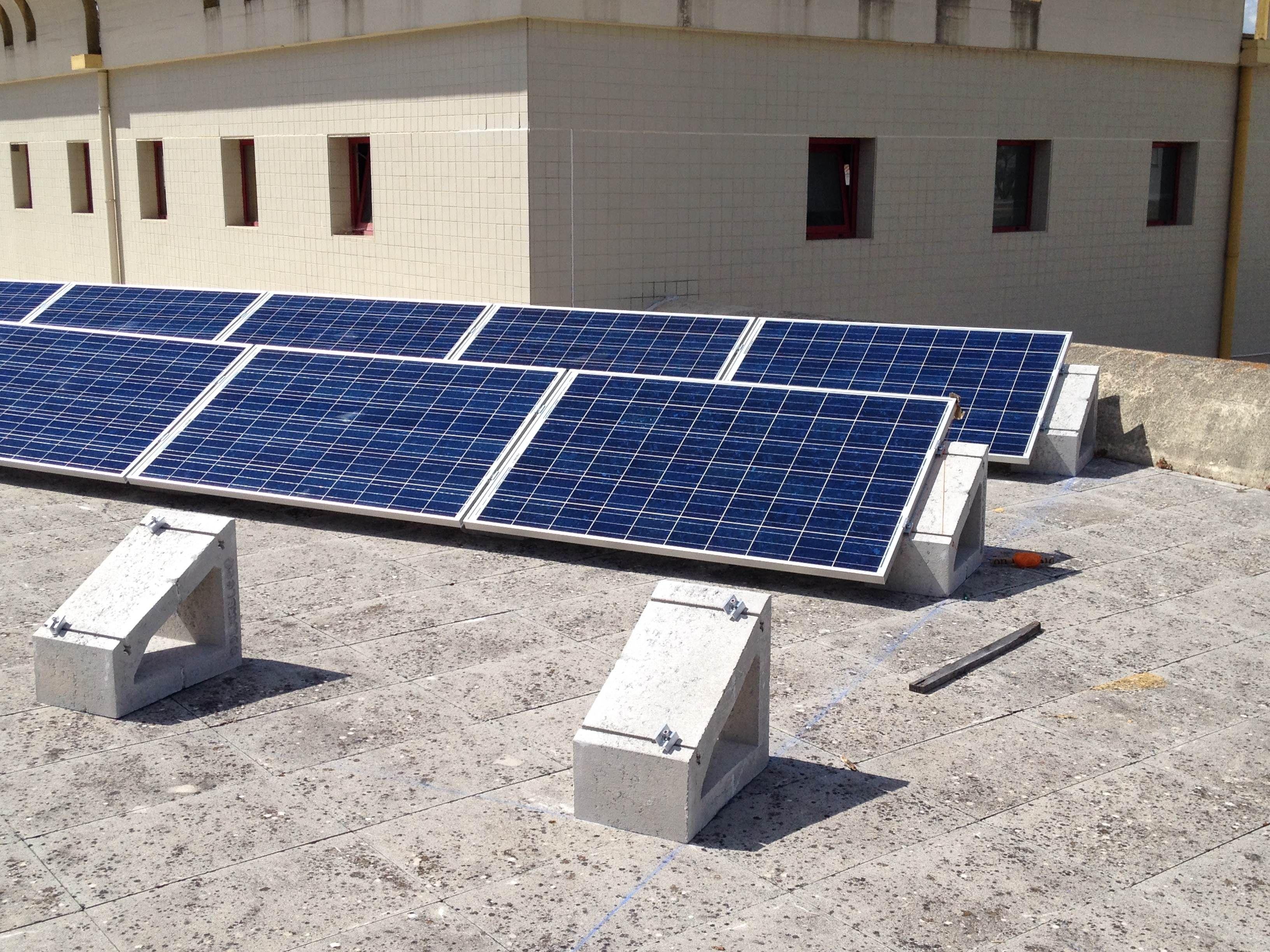 Soporte Prefabricado De Hormigon Para El Montaje De Paneles Solares Sobre Cubiertas Y Superficies Pl Paneles Solares Instalaciones Fotovoltaicas Placas Solares