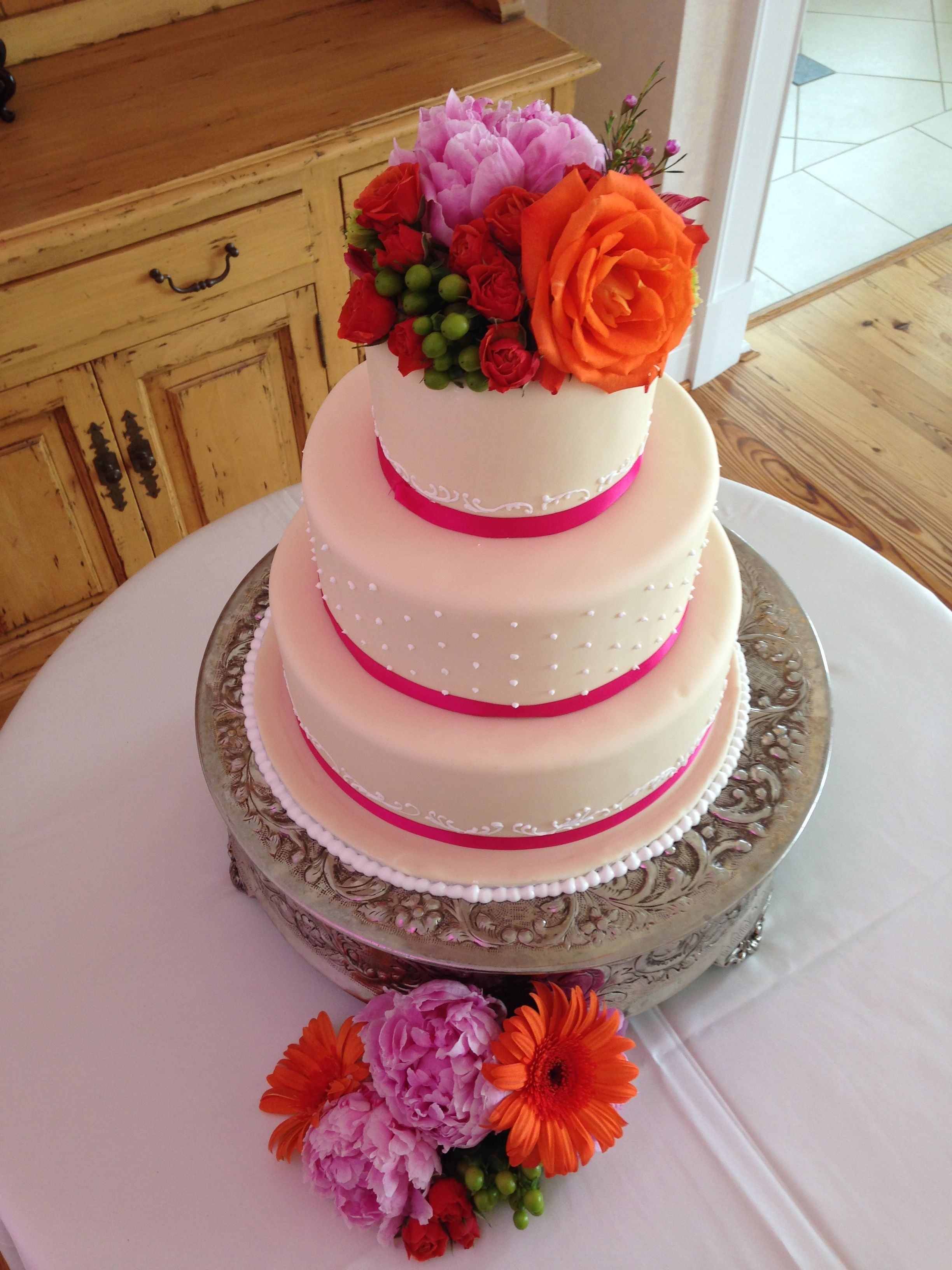 WEDDING CAKE FLOWERS: This bride\'s color palette was pink and orange ...