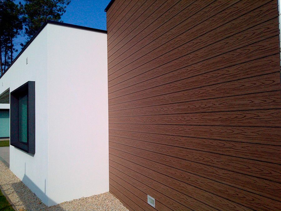Revestimiento de madera sintetica para fachadas deckplanet - Madera para paredes ...