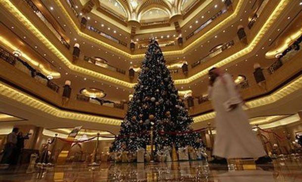 40ft Christmas Tree In Dubai Cool Christmas Trees National Christmas Tree Christmas Tree