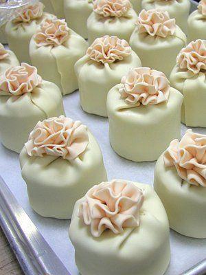 Elegant Cheesecakes - Mini Ruffle Cheesecakes - Saks.com
