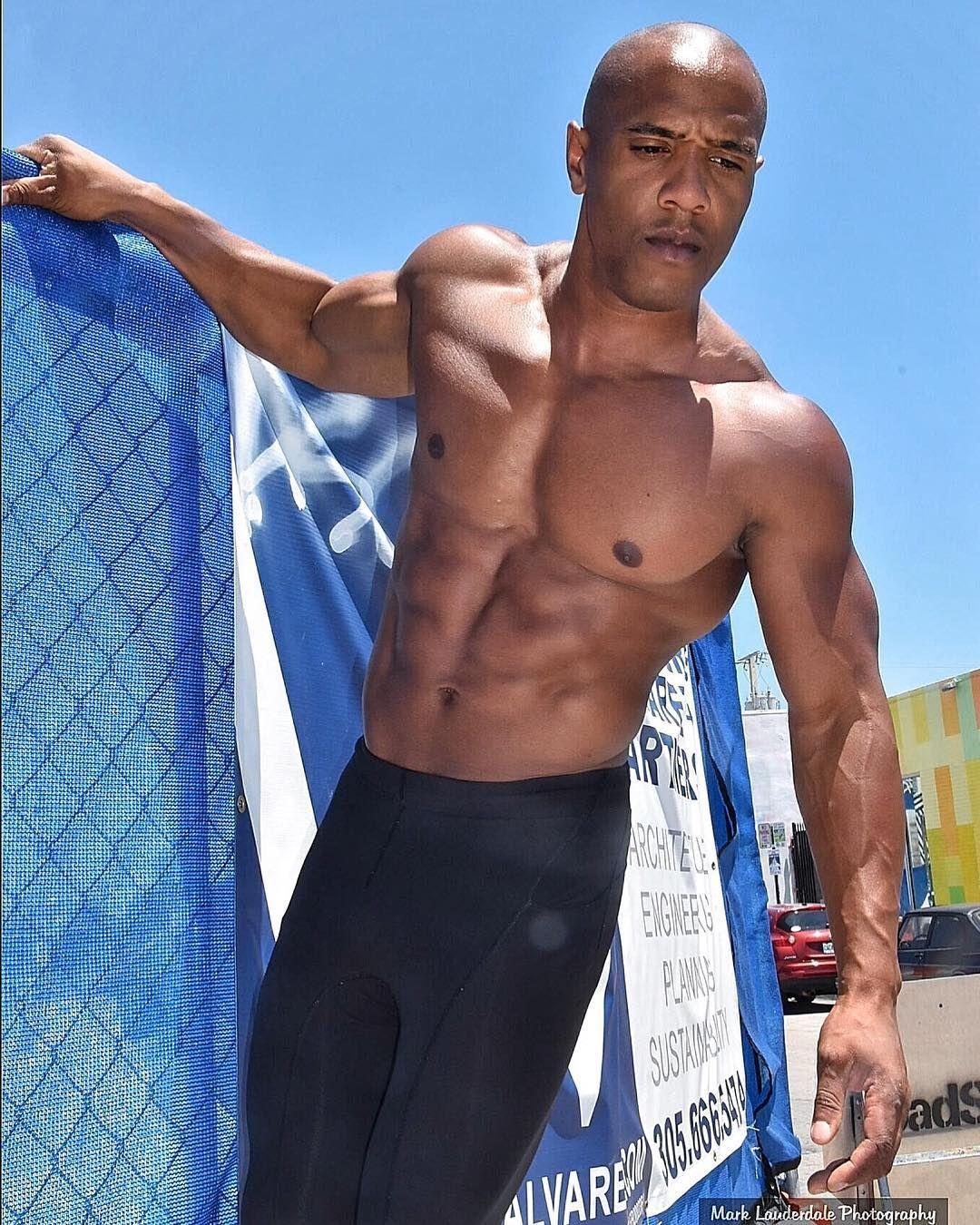 14 Vegan Bodybuilders Who Smash Vegan Stereotypes Peta Vegan Bodybuilding Bodybuilding Pictures Bodybuilders