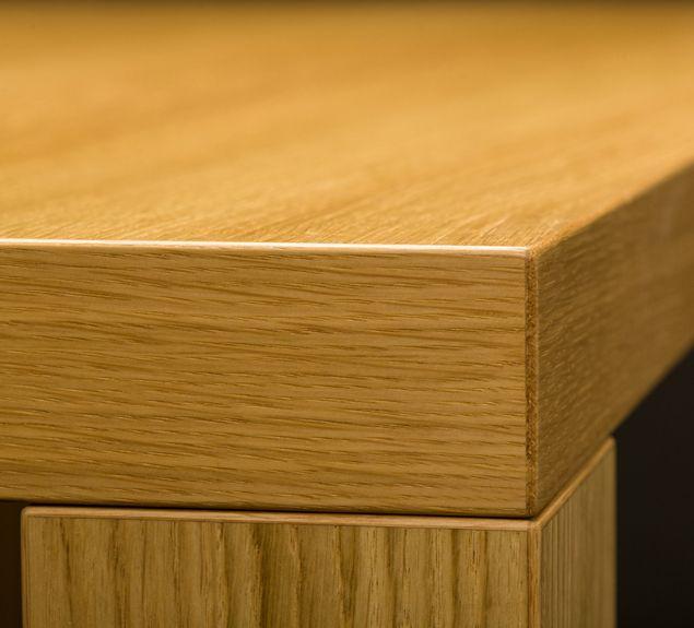 Tisch nach Maß von Mobilamo mit Eckfuß Holz in Furnier Eiche