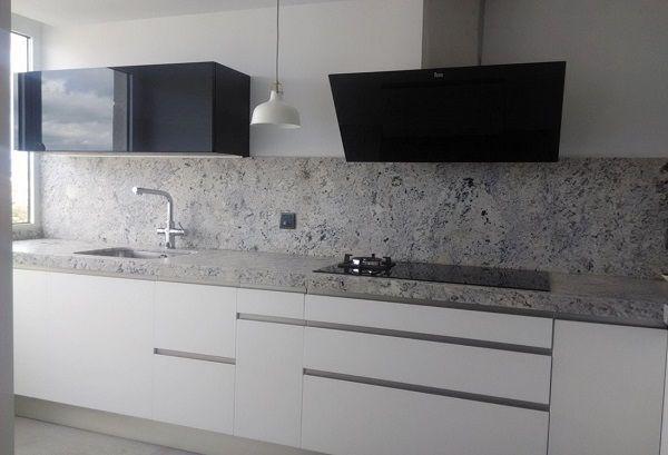 De 50 fotos de decoraci n de cocinas blancas modernas for Cocinas modernas blancas y grises