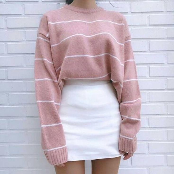 Rosa macht gute Laune und leichte Streifenmuster sind einfach immer angesagt. Dazu ein schicker Rock oder eine coole Jeanshose und fertig ist das trendige Winteroutfit. Pullover / Pulli / rosa / rose / Rock / outfit / fashion / women / woman | Stylefeed