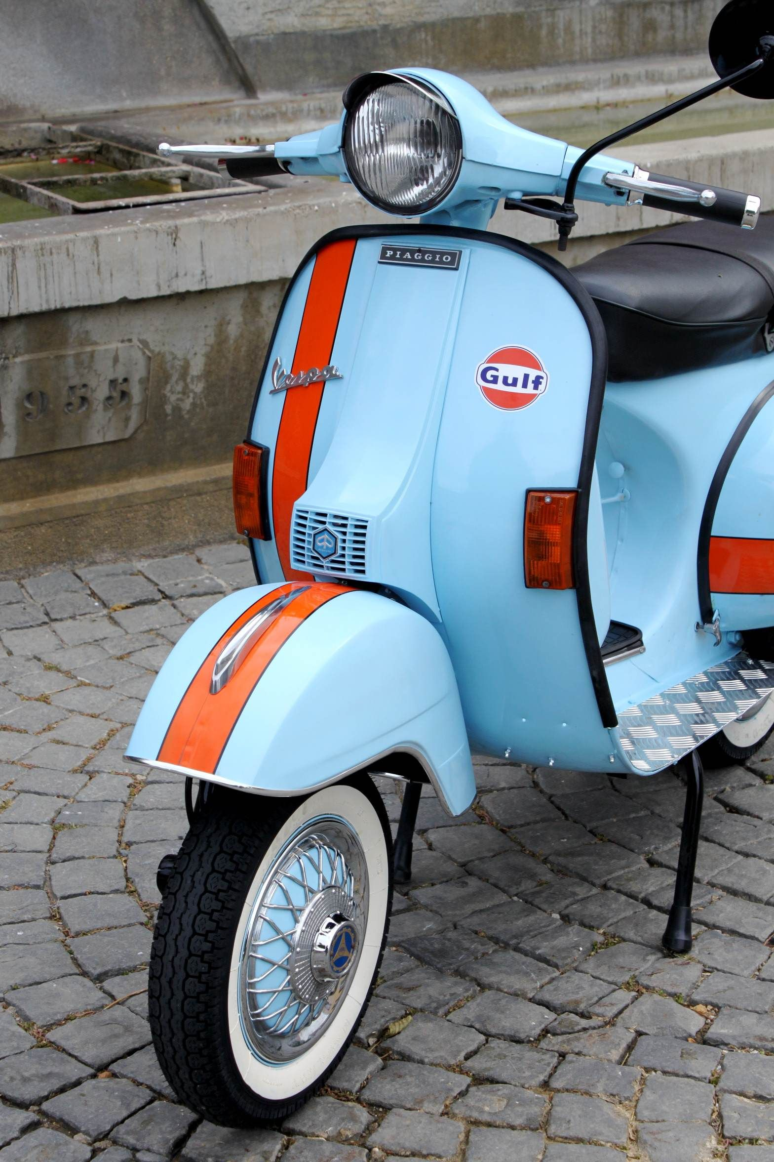 gulf vespa roller scooter vespa ape piaggio autos. Black Bedroom Furniture Sets. Home Design Ideas