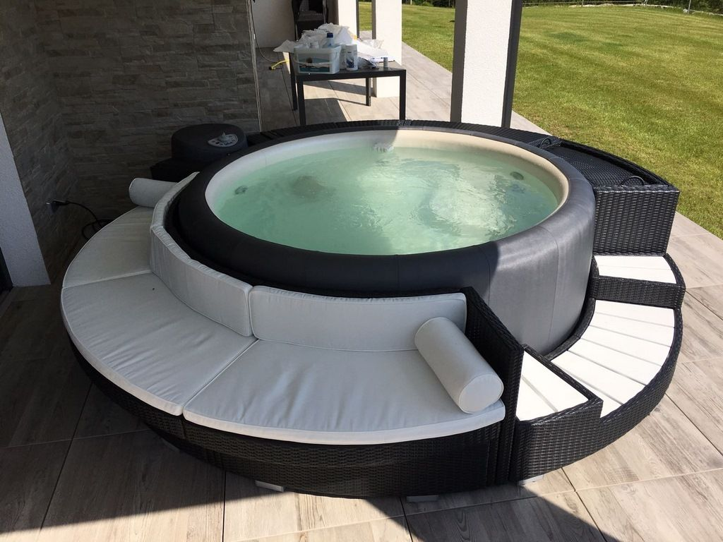 outdoor whirlpool gebraucht simple whirlpool silver cloud delight with outdoor whirlpool. Black Bedroom Furniture Sets. Home Design Ideas