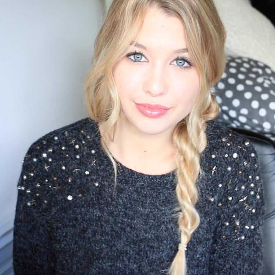 EnjoyPhoenix. :) Youtubeuse beauté n°1 française ! Et voyageuse à mi-temps, c'est pourquoi je la suis. ^^