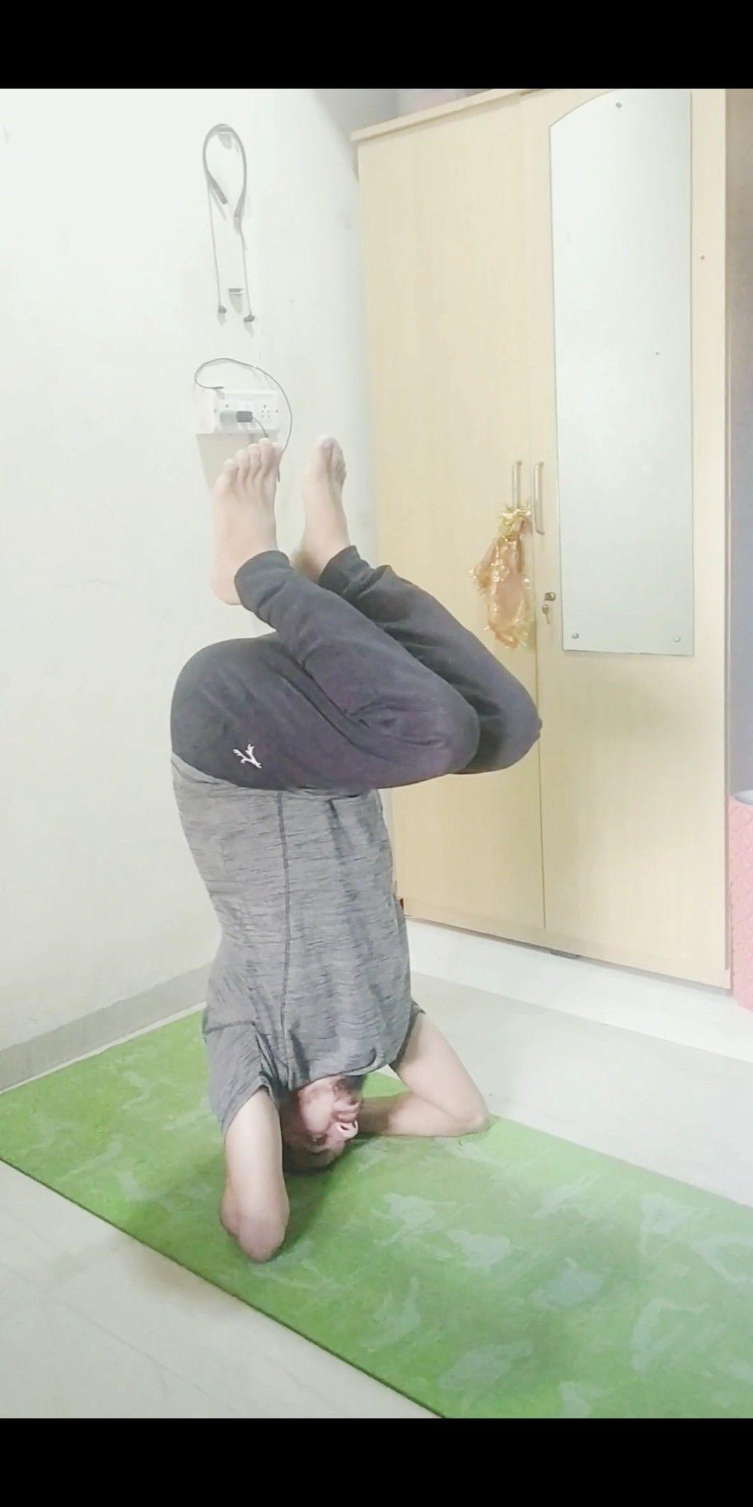 4 simple steps to perform sirsasana pose for biggners |easy steps for salambha sirsasana to biggners