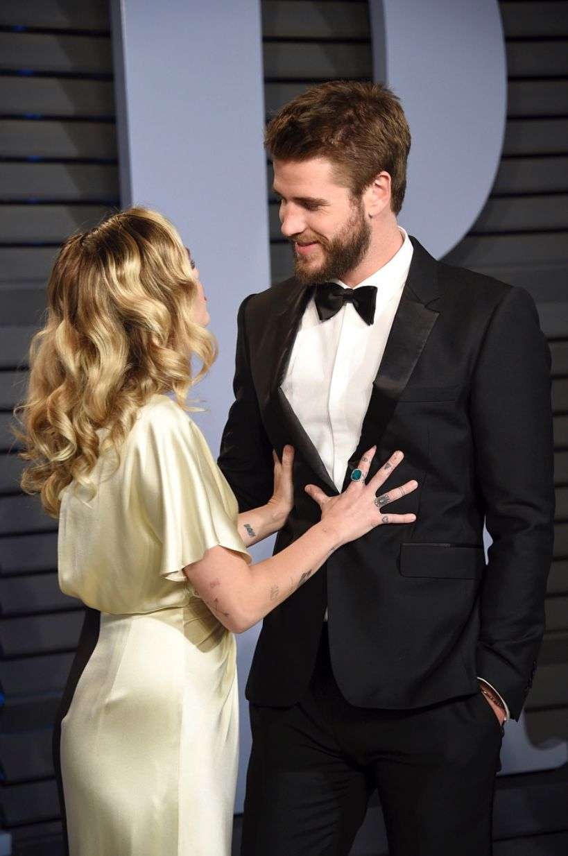 973d44ffc38102 Miley Cyrus and Liam Hemsworth 2018 vanity fair Oscar after party ...