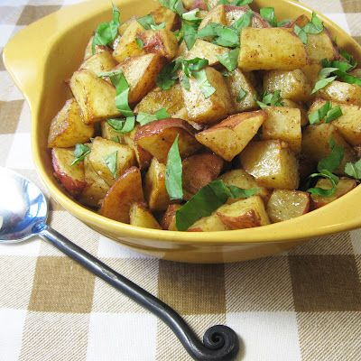 Anyone else have a CSA? This Roasted Red Potato Salad has so many ingredients in it that we're receiving today in ours! (via http://burprecipes.blogspot.com/2012/07/roasted-red-potato-salad-with-deep.html#)