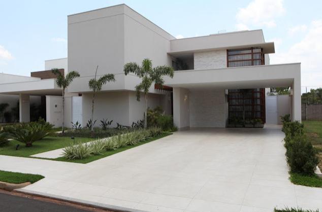 Cal adas residenciais modernas com paisagismo veja dicas for Piso rustico moderno