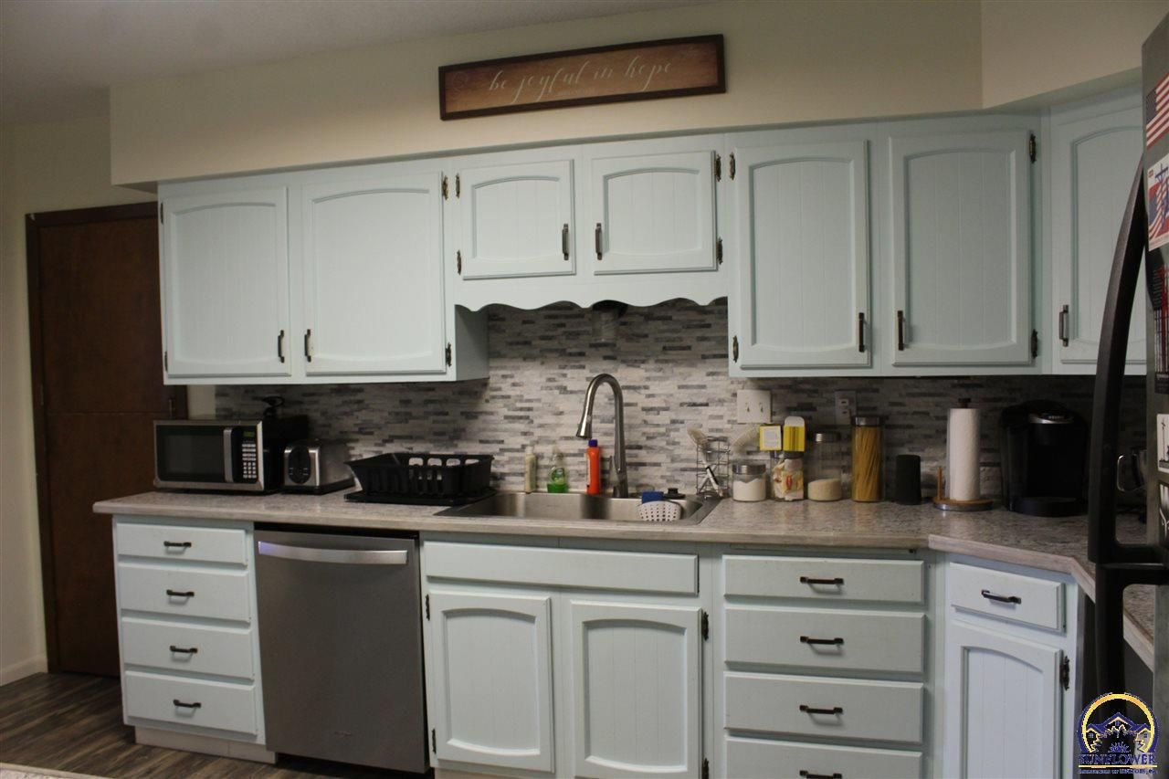 15575 S Croco Rd Carbondale Ks Mls 214569 In 2020 Listing House Carbondale Kitchen Size