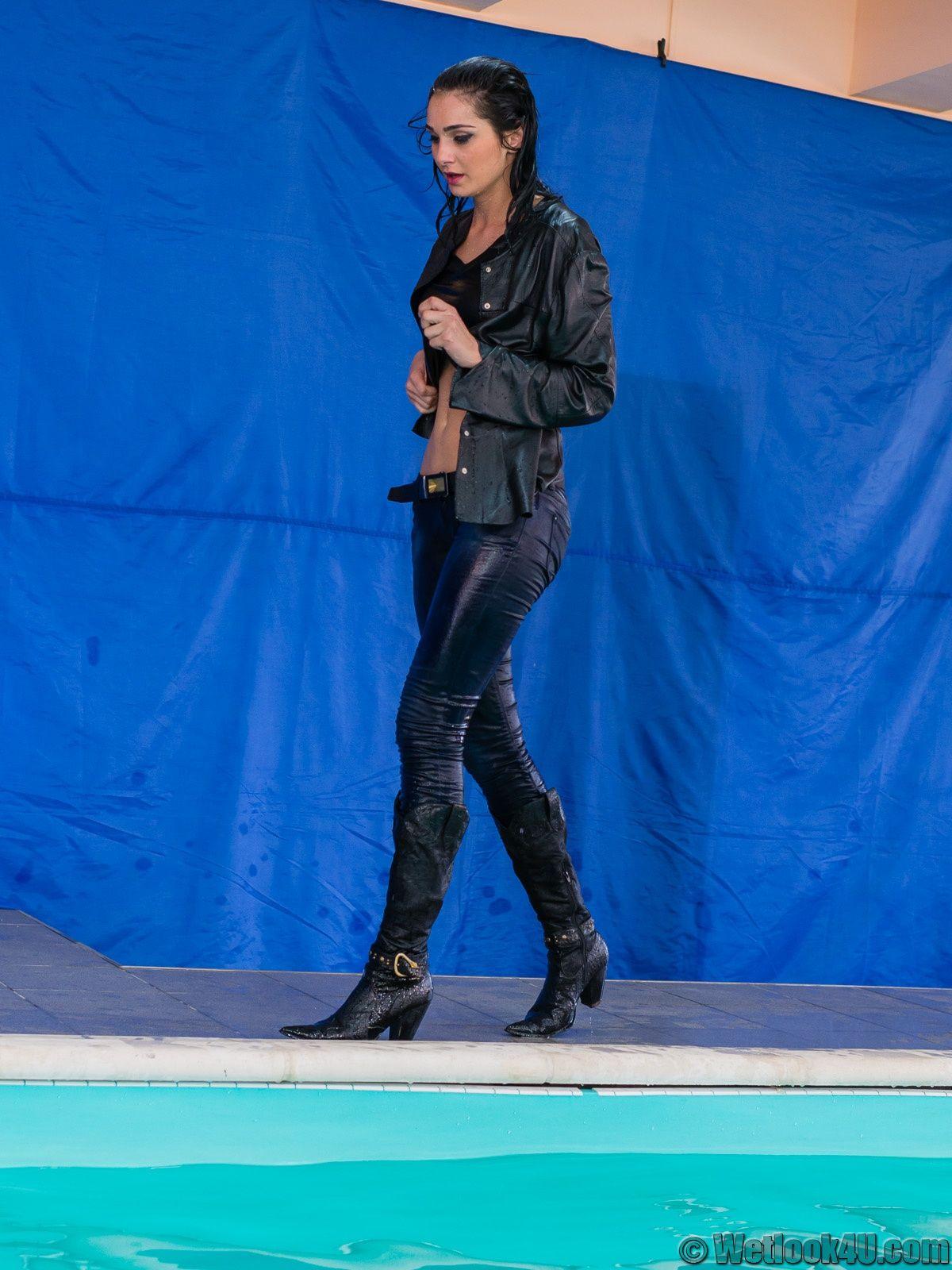 Topic Leather Jacket Is Pool Romina The ForumView CeEordQWxB