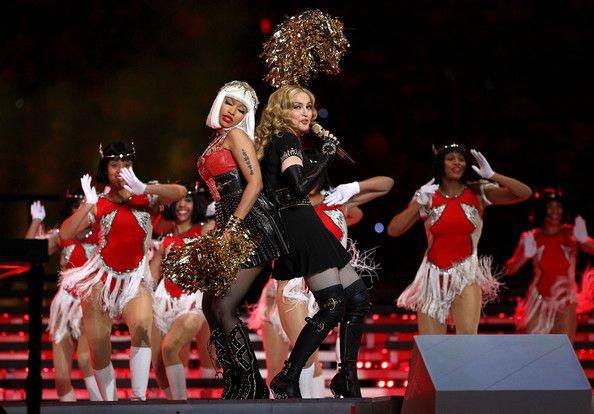 Madonna e The Fabulous Dancing Dolls, half time show Super Bowl 2012