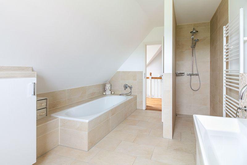 Komplett Badezimmer ~ Helles badezimmer mit dusche und badewanne eco system haus