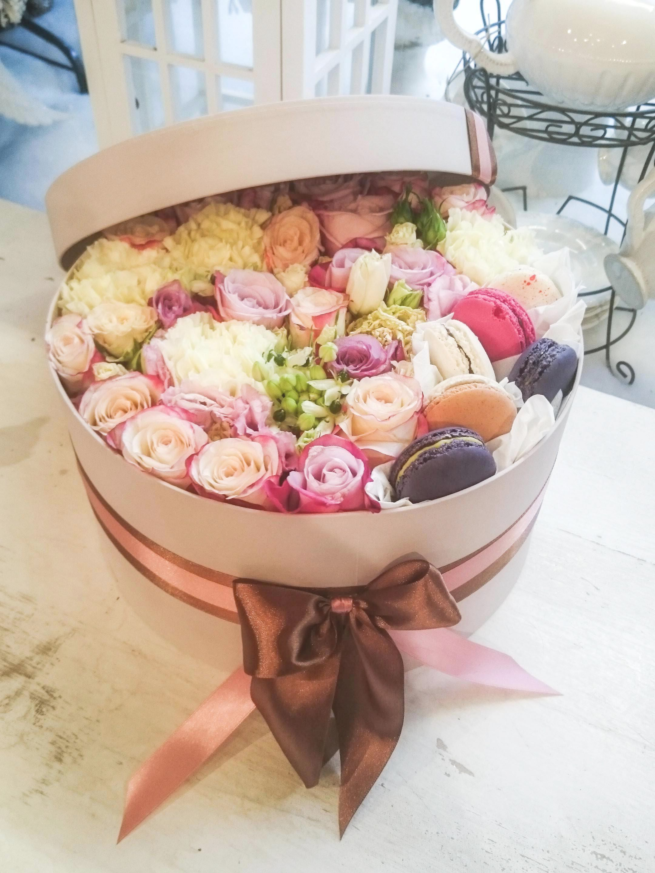 Flower box with macarons Flower shop display, Flower