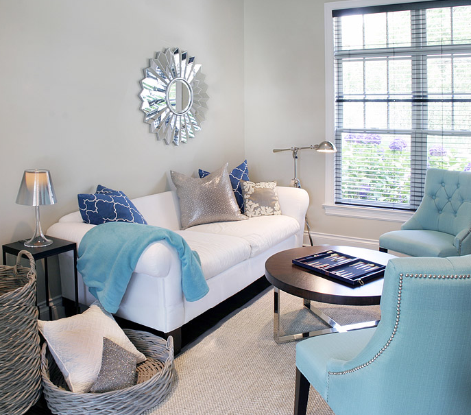 gray & turquoise blue modern living room design with silver