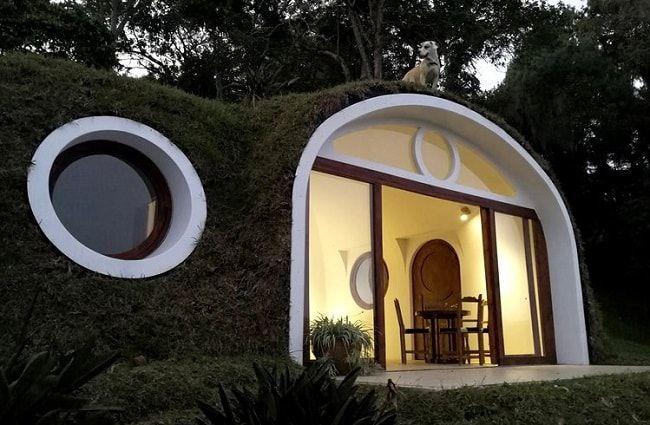Une maison souterraine en plastique recyclé à un prix abordable